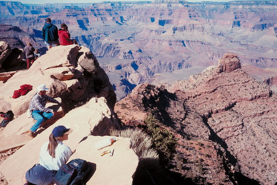 travelers on the edge of Grand Canyon South